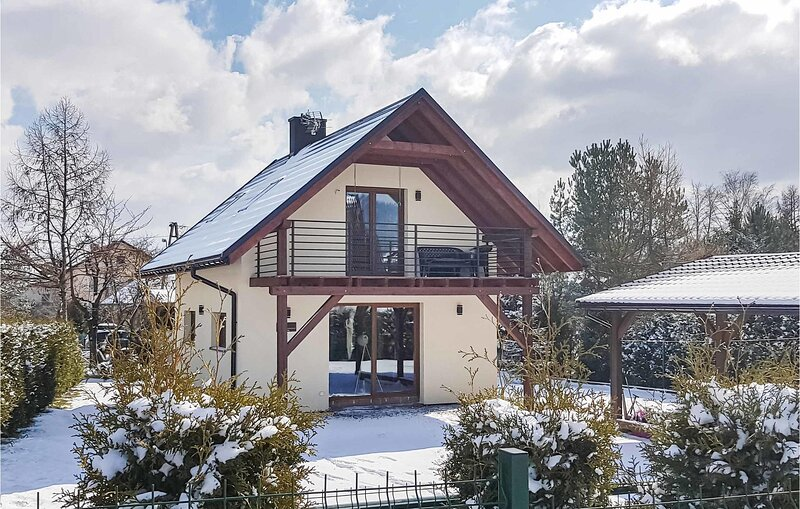 Nice home in Radziechowy with Outdoor swimming pool, WiFi and 3 Bedrooms (PPG109, vacation rental in Ustron