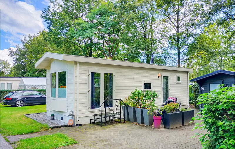 Awesome home in Schoonloo with Outdoor swimming pool, WiFi and 1 Bedrooms (HDR06, alquiler vacacional en Ellertshaar