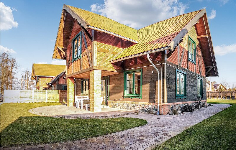 Nice home in Gizycko with WiFi and 4 Bedrooms (PMA851), vacation rental in Wegorzewo
