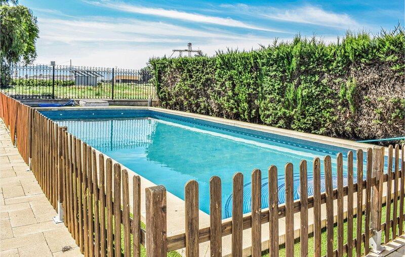 Stunning home in PUERTO LUMBRERAS with Outdoor swimming pool, WiFi and 5 Bedroom, vacation rental in Velez Rubio