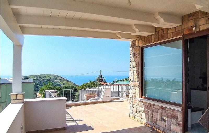 Stunning home in Panza-Forio Ischia with 3 Bedrooms (IKS206), casa vacanza a Serrara Fontana