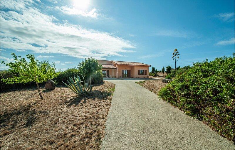 Beautiful home in Tergu with 2 Bedrooms (IGG249), location de vacances à Chiaramonti