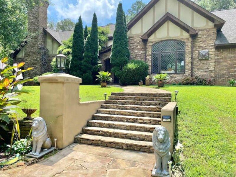 Cipresso Castle- 5000 sq.ft Tudor style mansion in Atlanta, holiday rental in Ellenwood