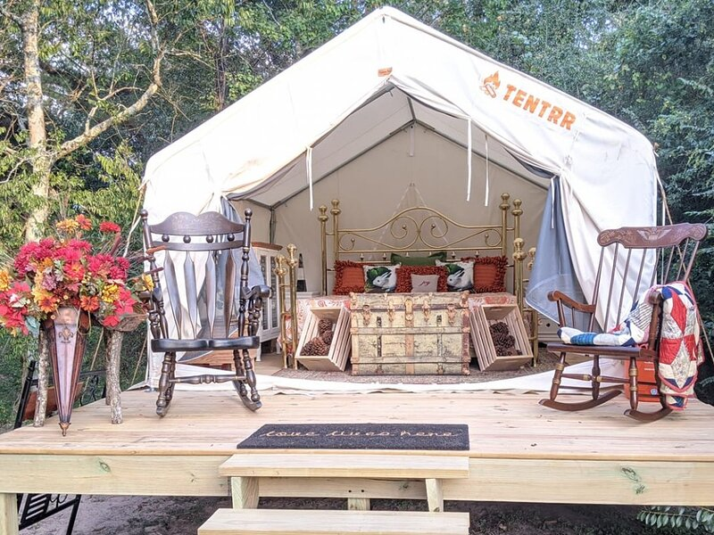 Tentrr Signature Site - Texas Glamp Camp, holiday rental in Anderson