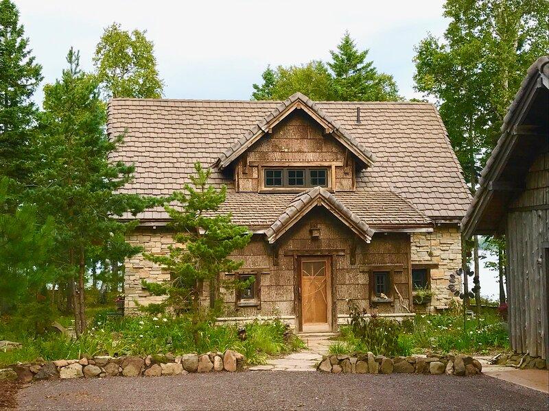 Anam Cara Lake Medora: Fairytale luxury lakeside cabin with magical seclusion, casa vacanza a Eagle Harbor