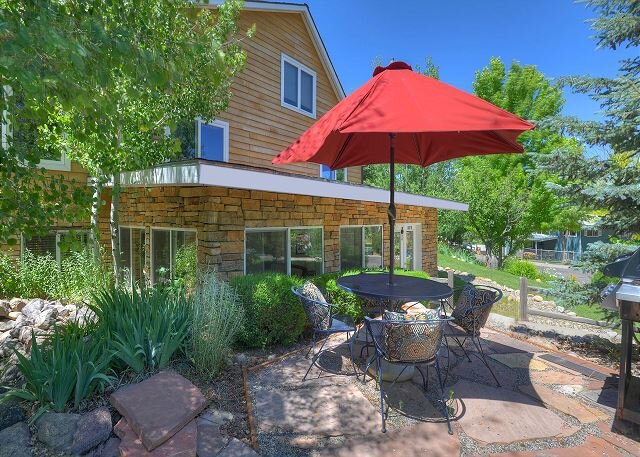 Private Complete Floor of Home with Garden Patio, holiday rental in Hesperus