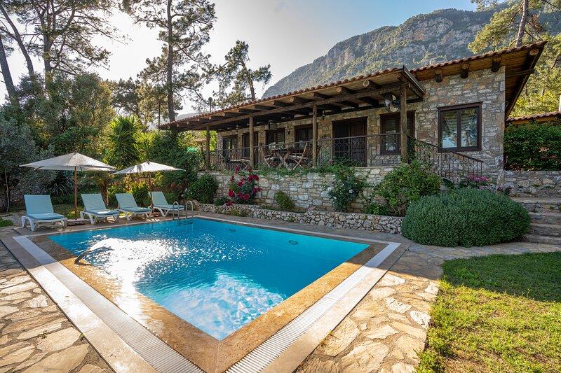 Villa Verna ~ A wonderful secluded mountain Villa in Akyaka Marmaris, location de vacances à Orhaniye