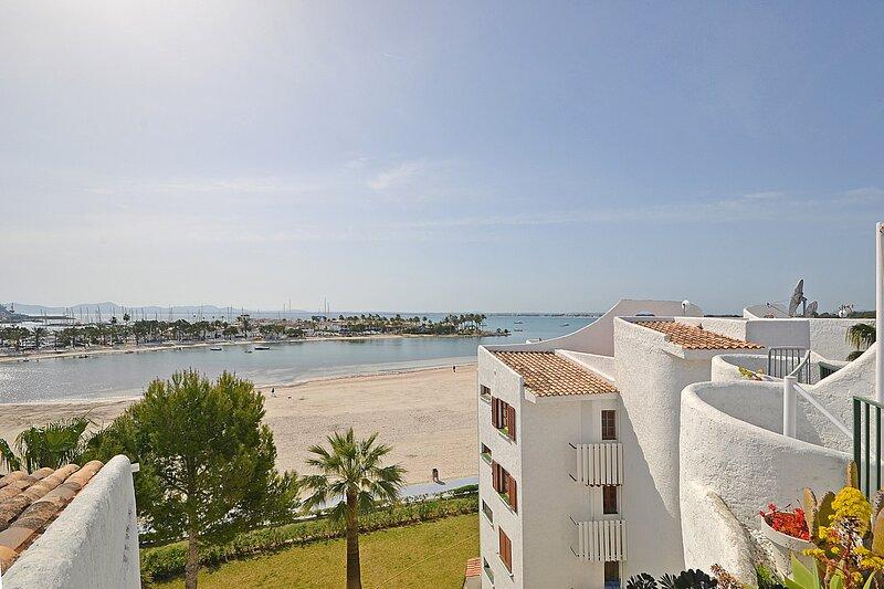 ALCUDIA SEA, modern apartment first line of the sea, casa vacanza a Maiorca