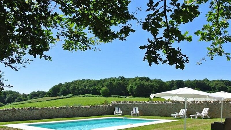 Farmhouse with Private Swimming Pool, holiday rental in Rancon