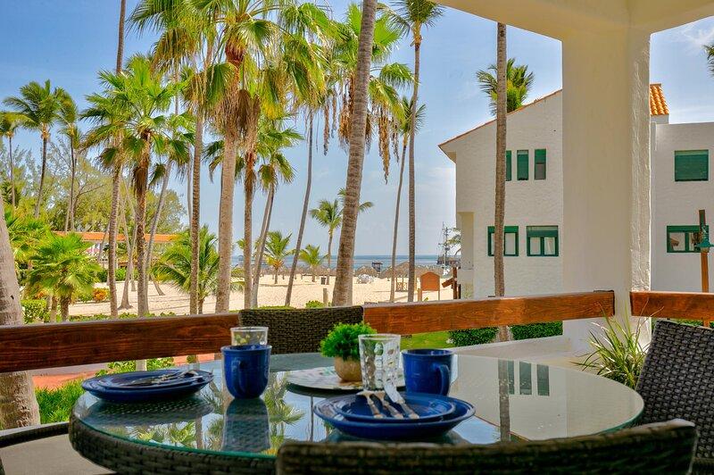 Dapper Beachfront 2 Bedroom Apartment - D201, location de vacances à Bavaro