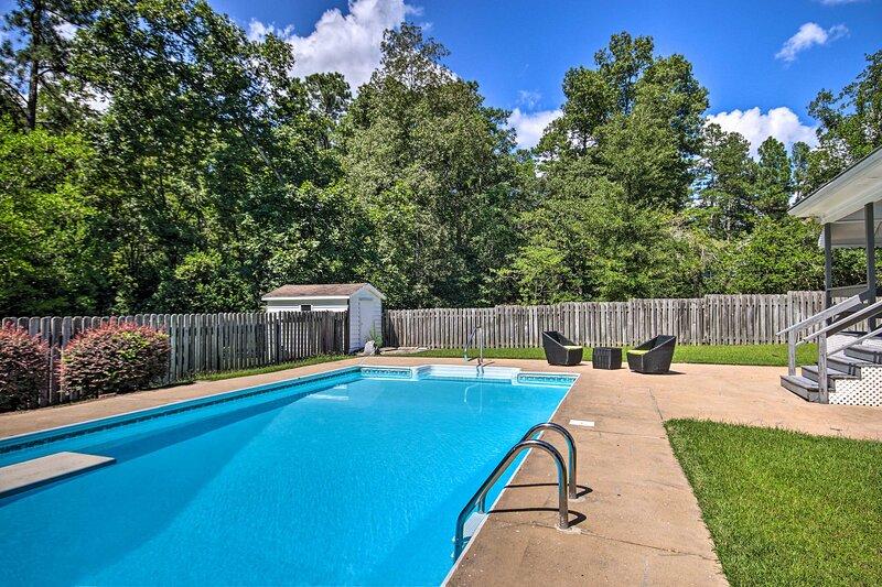 NEW! North Augusta Home w/ Pool < 6 Mi to Downtown, casa vacanza a North Augusta