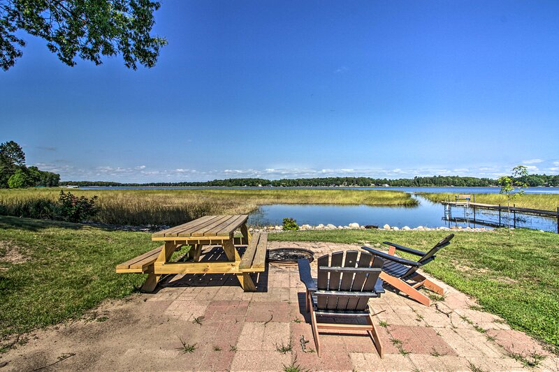 NEW! 'Edgewater Escape' with Boat Launch & Deck!, holiday rental in Vineland