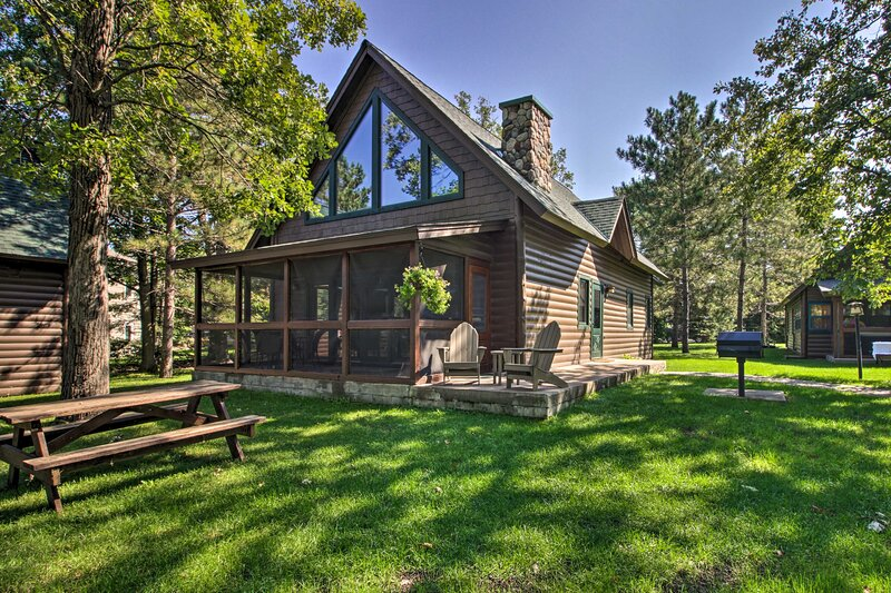 Alluring Nisswa Cabin on Gull Lake w/ Fireplace!, holiday rental in Merrifield