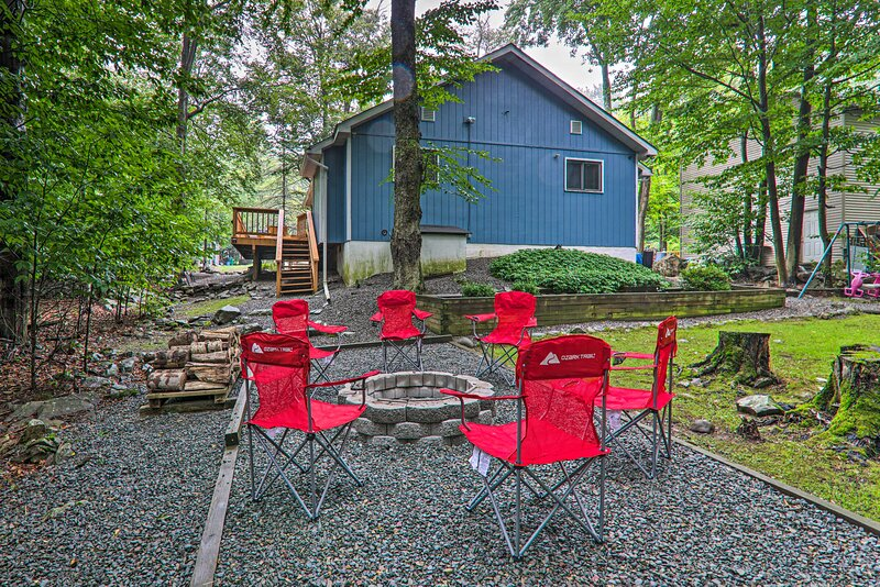 NEW! Cozy Tobyhanna Cottage w/ Deck & Pool Access!, vacation rental in South Sterling