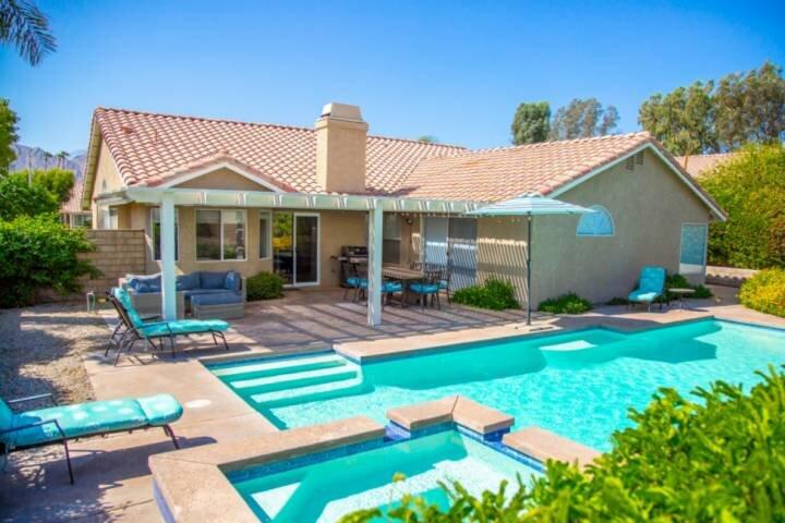 Gorgeous Private Home! Sparkling Pool & Spa - Mountain Views - Walk to Indian We, aluguéis de temporada em Indian Wells
