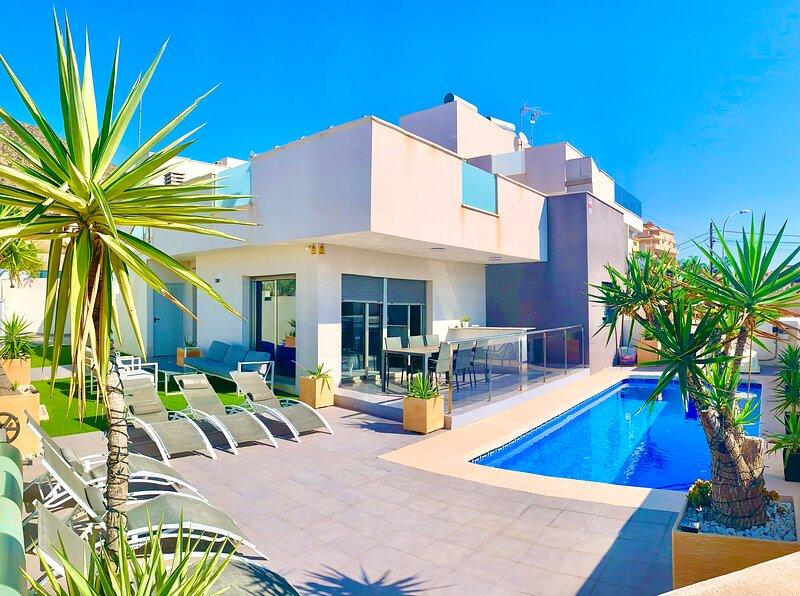 NEW LUXURY DETACHED MODERN 3 BED BEACH VILLA WITH PRIVATE POOL, WIFI IN BOLNUEVO, holiday rental in Bolnuevo