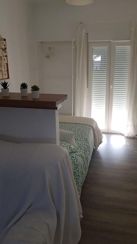 Estupendo apartamento de dos dormitorios en plena Sierra de Cádiz, vakantiewoning in Algodonales
