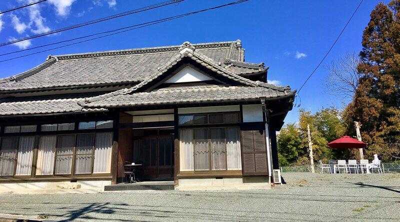 Mitsuba House: Luxury Home in Isobe Onsen by Karuizawa - Mtn Views - Free BBQ, aluguéis de temporada em Kanto