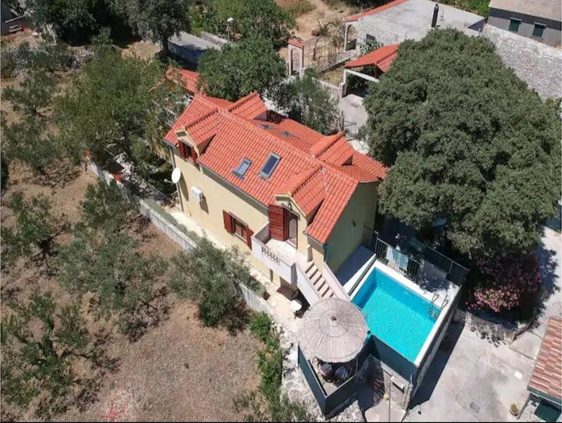 Villa Dore- Holiday House With Swimming Pool (ST), holiday rental in Dol