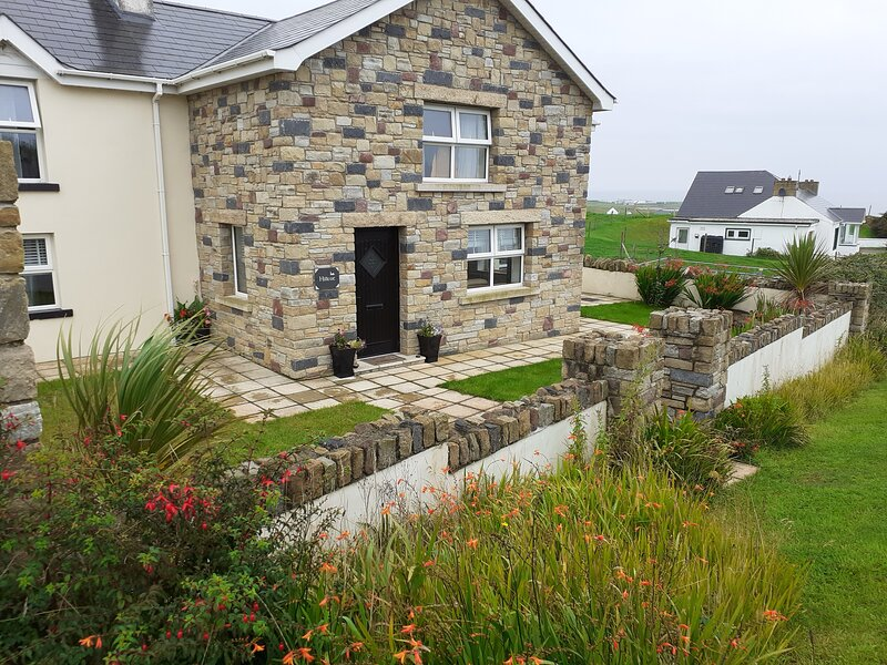 Hillcot, 'Rooms with a View', holiday rental in Malin Head