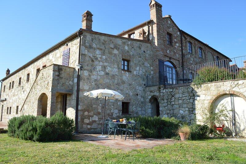 Vacanze in Toscana con giardino privato, vacation rental in Chiusure