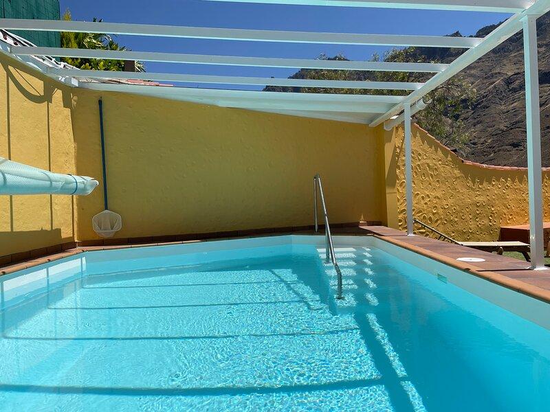 Los Veroles, con piscina de uso exclusivo y climatizada.  Hermosas vistas y wifi, aluguéis de temporada em Agaete