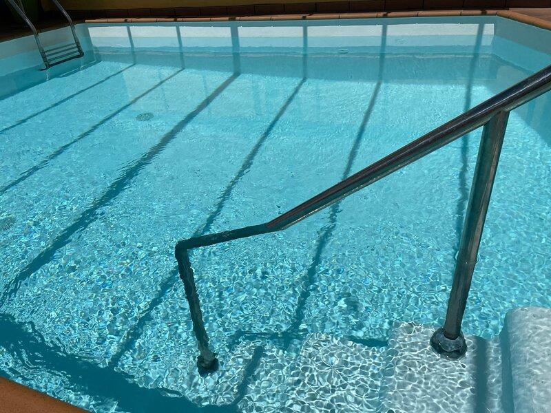Casa para grupos grandes con piscina privada y jacuzzi.  Hermosas vistas. Wifi, aluguéis de temporada em Agaete