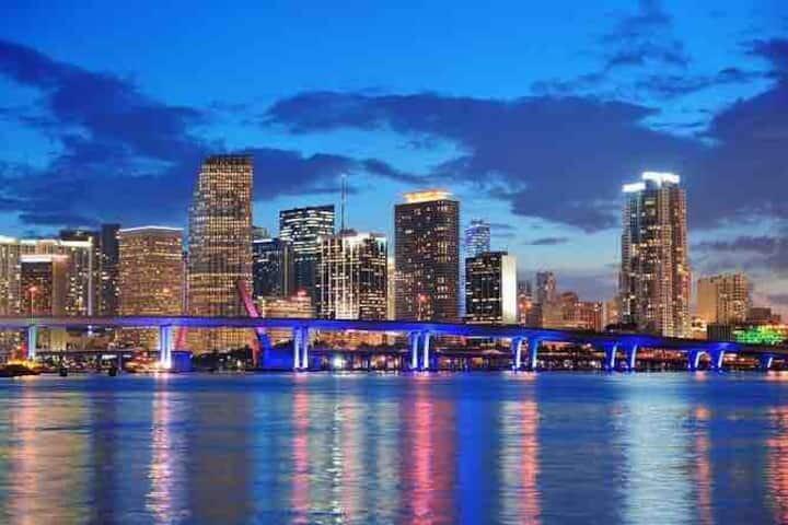 FAMILY & PET FRIENDLY NEAR MIA AIRPORT | netflix, vacation rental in Miami Springs