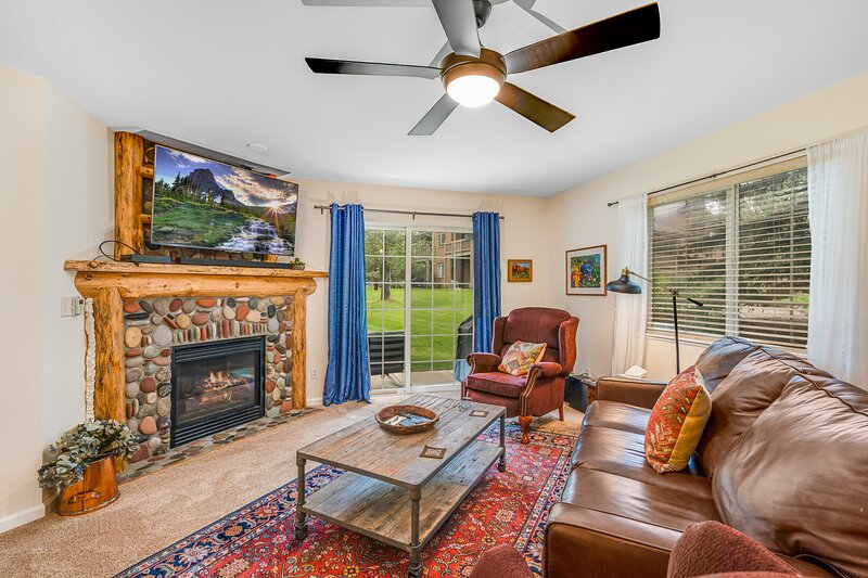 Villas 1425 by SkyRun! Private Grill & Patio! On Free Shuttle Route! Tubes for, holiday rental in Oak Creek