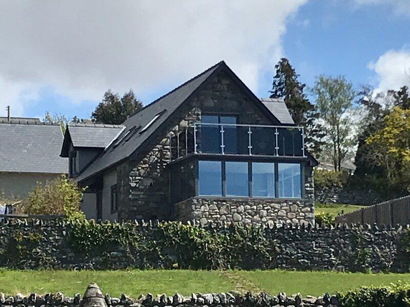Beautiful relaxing house with coastal views, alquiler de vacaciones en Dyffryn Ardudwy