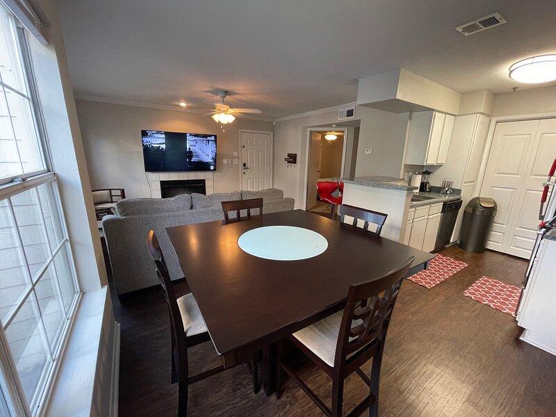 Elegant Luxurius 2 Bedroom Suite, holiday rental in Clarkston