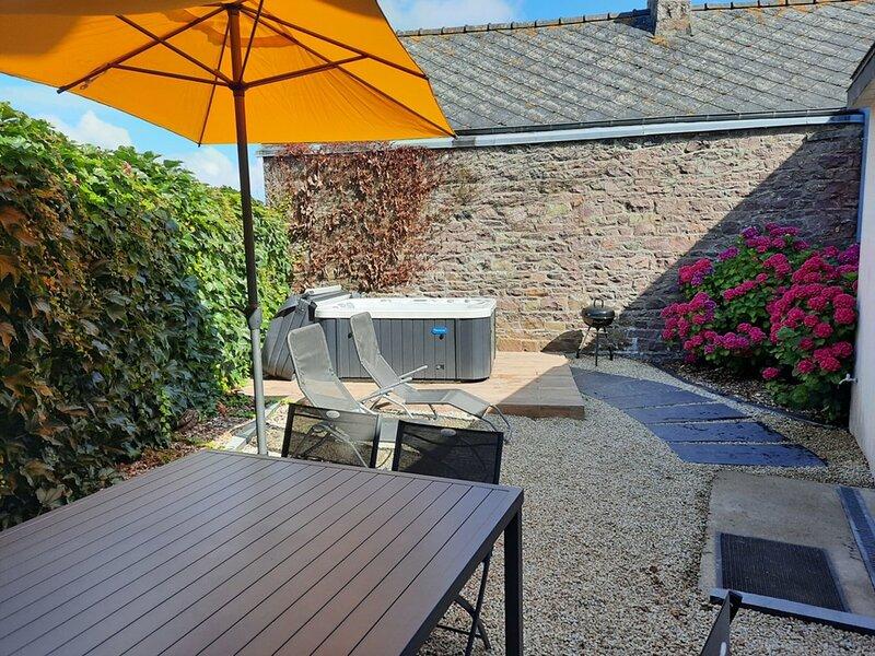 Très bel appartement rénové en centre bourg de FREHEL, location de vacances à Frehel