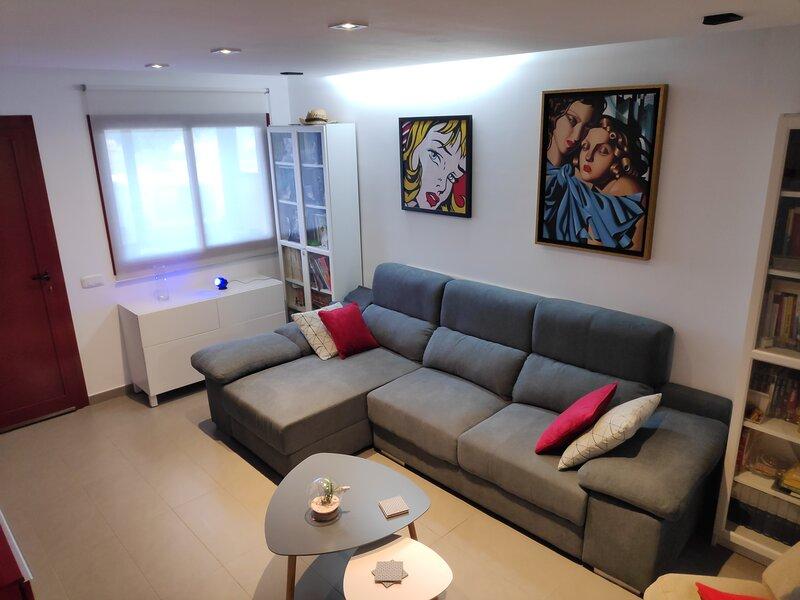 Duplex adosado muy acogedor en Puerto del Rosario, holiday rental in Tetir