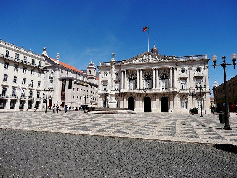 Surroundings: Praça do Município at 2 minutes walking, 150 meters away
