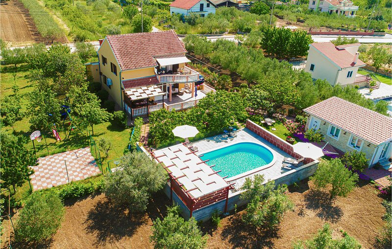 Stunning home in Polaca with Outdoor swimming pool, WiFi and 4 Bedrooms (CDA914), holiday rental in Polaca