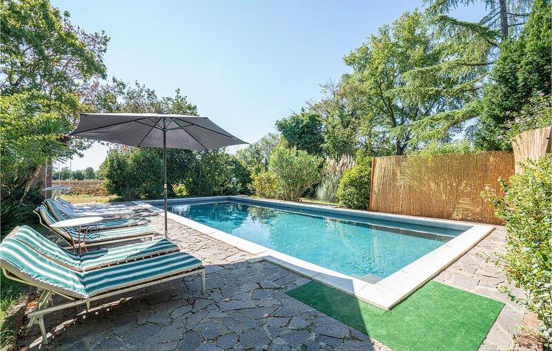 Beautiful home in Foiano with Outdoor swimming pool, WiFi and 5 Bedrooms (ITA073, location de vacances à Pozzo della Chiana