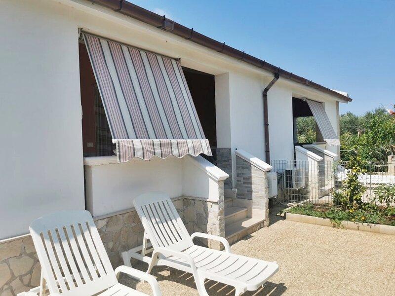 VILLINI R. DISANTI VIESTE - Villino n°7, holiday rental in Vieste
