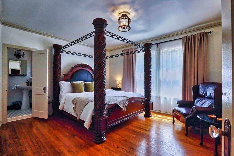 Crestmere Estate✦Pool✦Private Midtown Getaway, holiday rental in Cordova