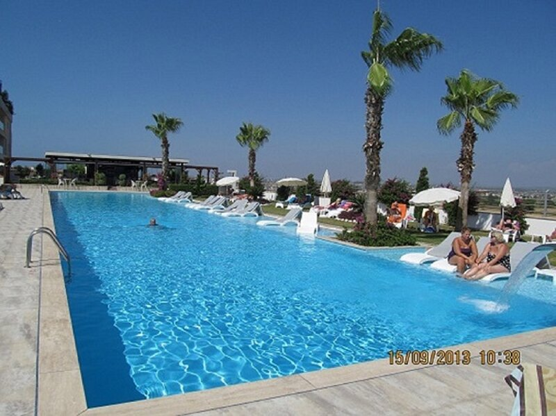Babylon Bliss 3 bed 3 bath duplex home with its own private pool, holiday rental in Evrenseki