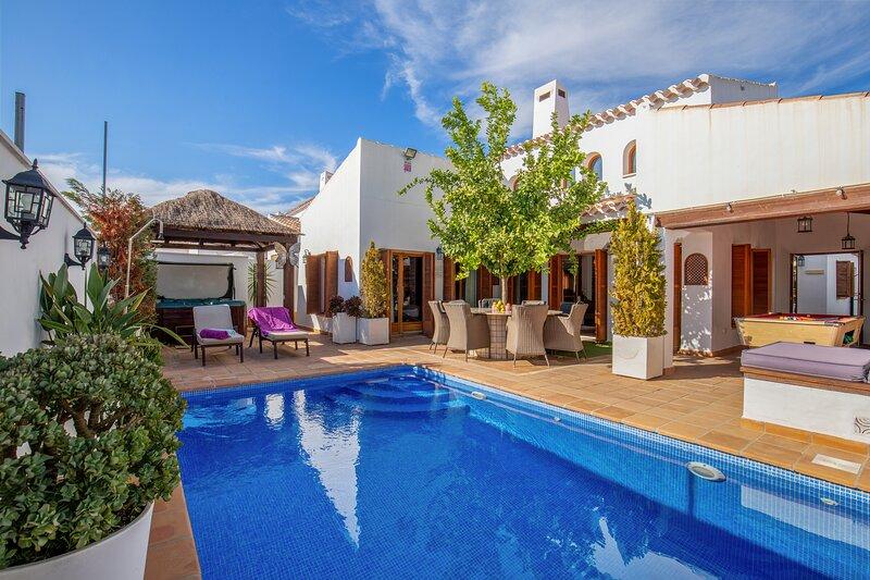 Spaanse Droom - Amazing private villa with swimming-pool in golf resort, casa vacanza a La Alberca