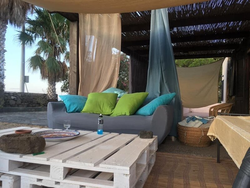 Dammuso for rent up 6 sleeps – semesterbostad i Pantelleria Town