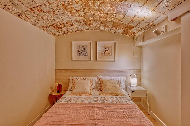 Gran casa al lado de la playa y Barcelona Centro, holiday rental in Badalona
