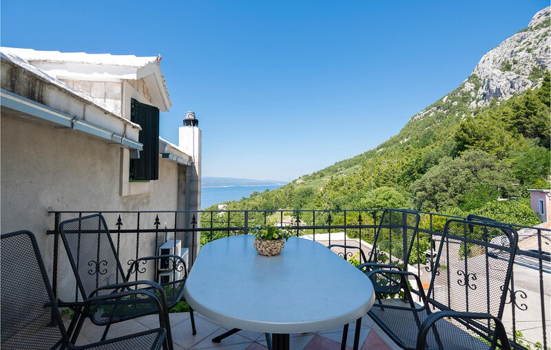 Awesome home in Baska Voda with WiFi and 2 Bedrooms (CDC629), holiday rental in Bast