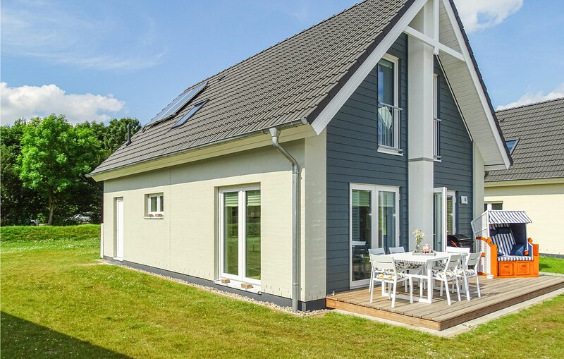 Awesome home in Büsum  Nordsee Ressort with Sauna, WiFi and 3 Bedrooms (DSH037), vacation rental in Büsum