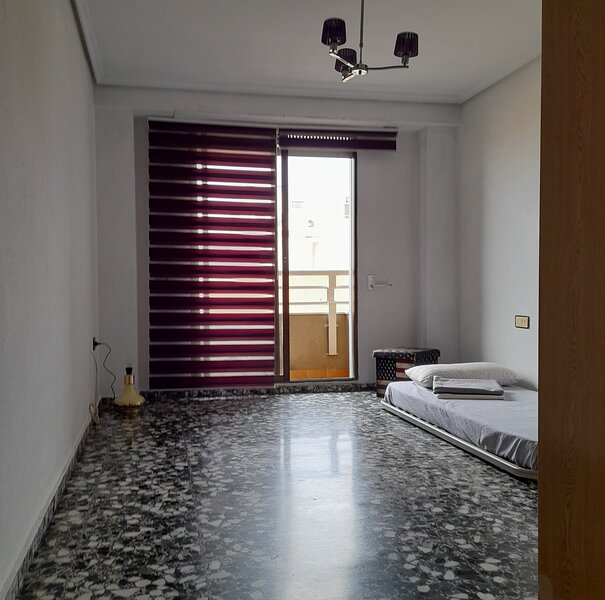 Apartamento entero 2 habitaciones grandes, holiday rental in Montserrat
