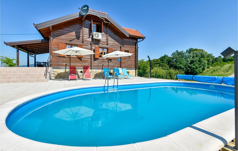 Nice home in Jarek Habekov with WiFi, Outdoor swimming pool and 3 Bedrooms (CCC2, holiday rental in Krapina-Zagorje County