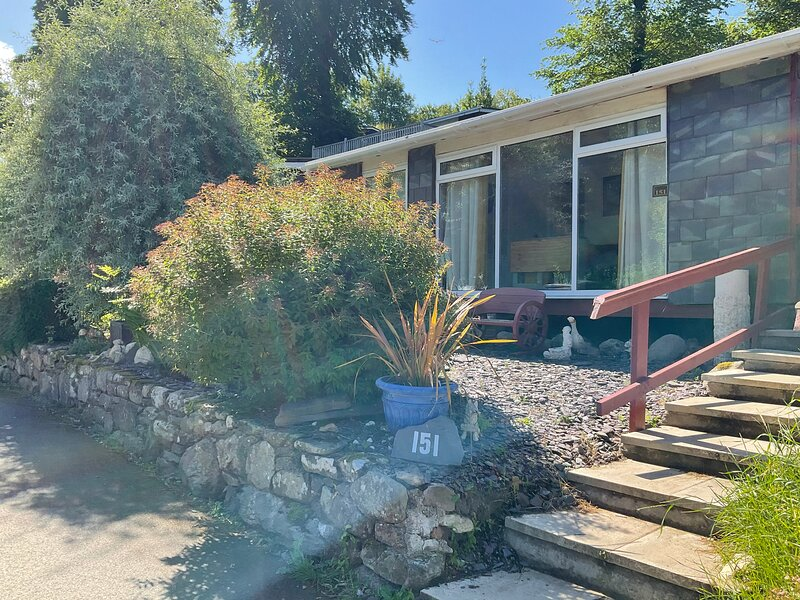 Holiday Cabin, Caernarfon, Snowdonia.  2 Bedrooms, vacation rental in Bontnewydd