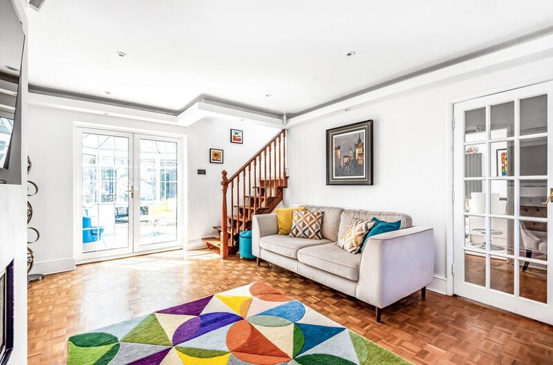 Luxurious 4 bed house with fireplace, garden & gym, location de vacances à Biggin Hill