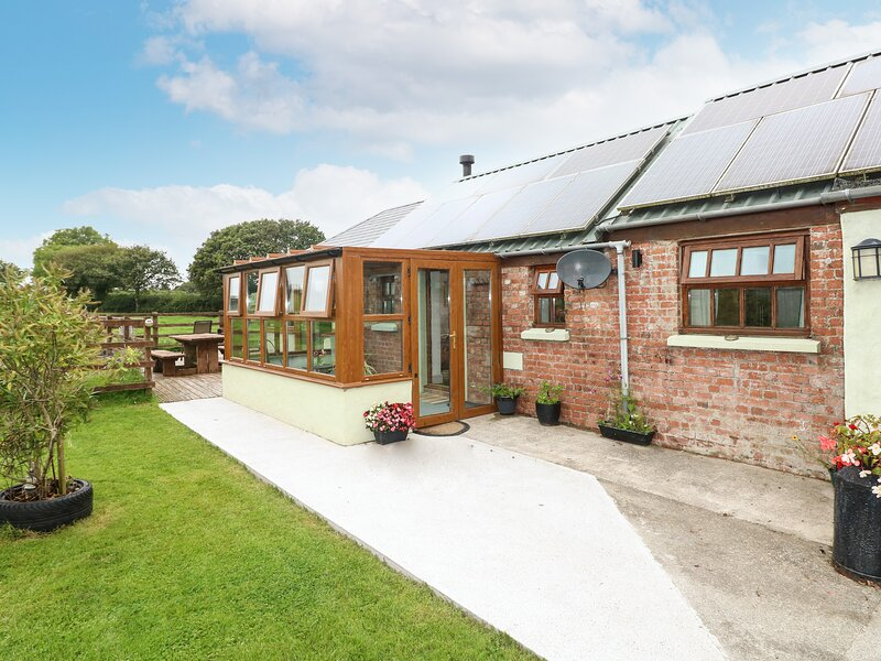 The Old Farm Shop, Narberth, holiday rental in Llandissilio