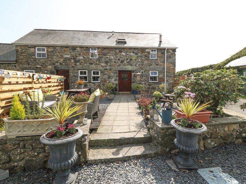 Stable Cottage, Pwllheli, vacation rental in Llanaelhaearn